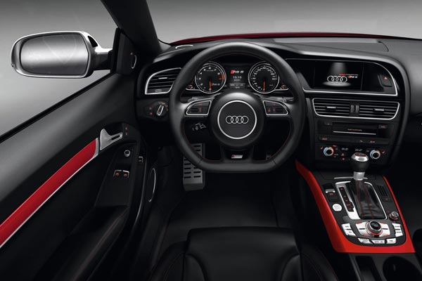 Интерьер салона Audi RS5