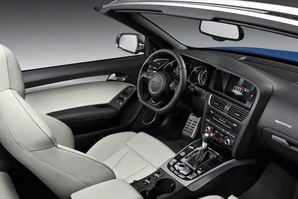Интерьер салона Audi RS5 Cabrio