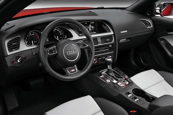 Интерьер салона Audi S5 Cabrio