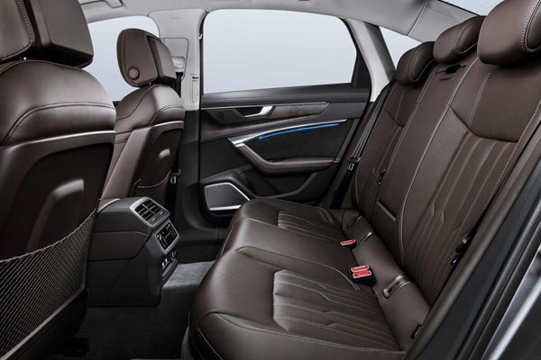 Интерьер салона Audi A6 2018