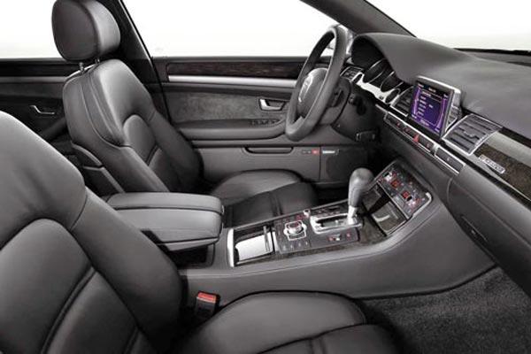 Интерьер салона Audi A8