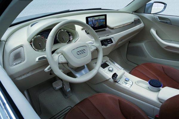 Интерьер салона Audi Cross Coupe Quattro