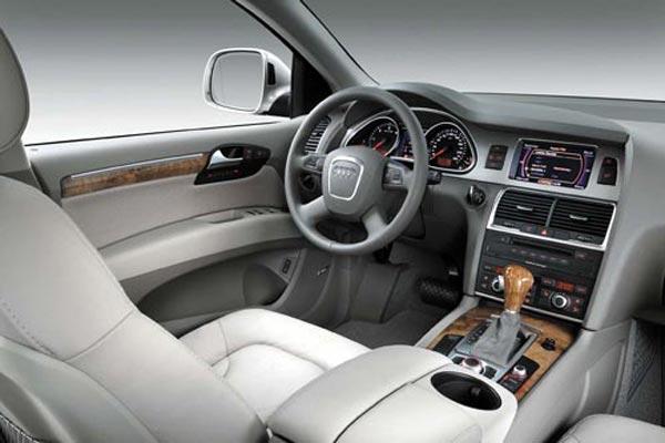 Интерьер салона Audi Q7