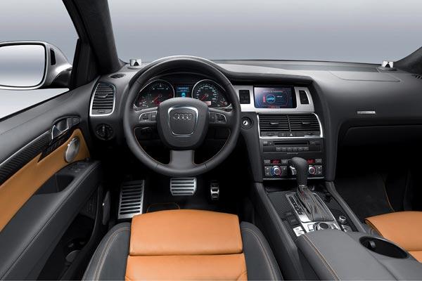 Интерьер салона Audi Q7 V12 TDI