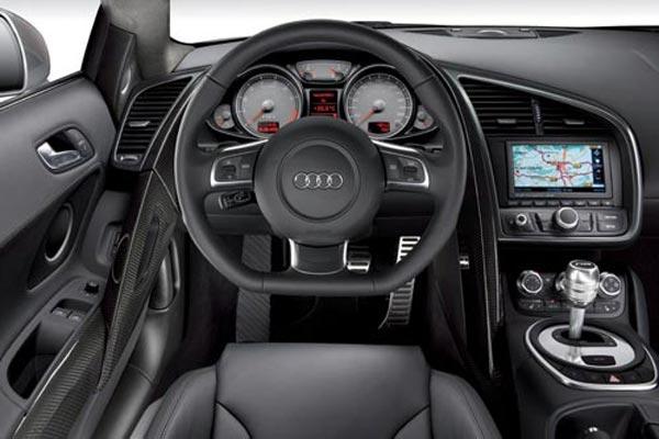 Интерьер салона Audi R8