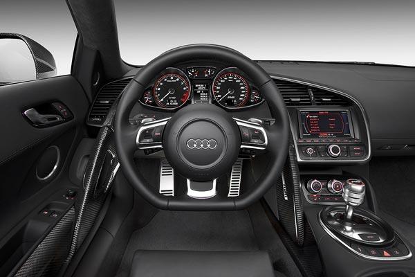 Интерьер салона Audi R8 V10
