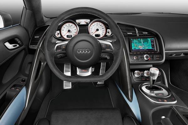 Интерьер салона Audi R8 GT Spyder