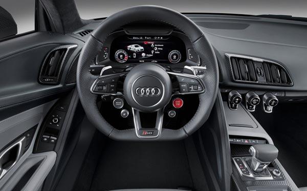 Интерьер салона Audi R8 V10 plus