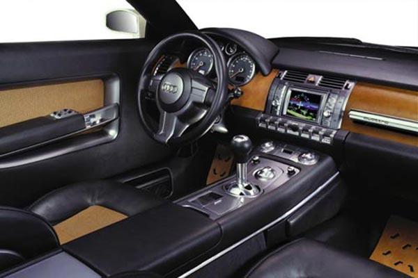 Интерьер салона Audi Steppenwolf