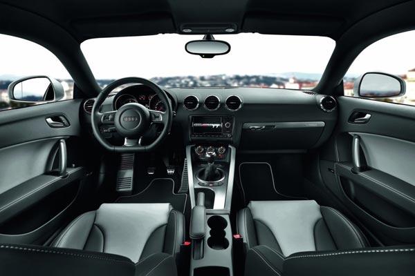 Интерьер салона Audi TT