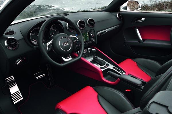 Интерьер салона Audi TTS Roadster