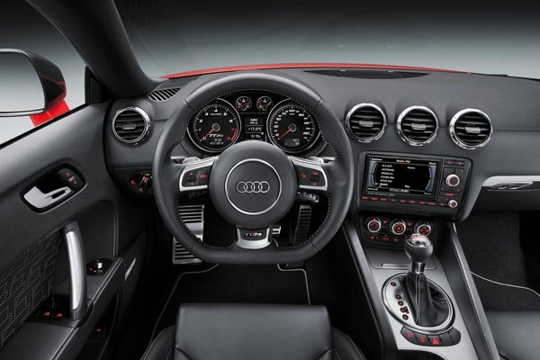 Интерьер салона Audi TT RS plus