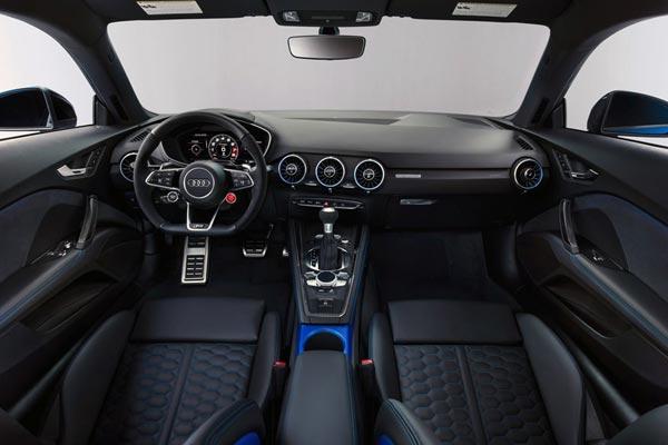 Интерьер салона Audi TT RS