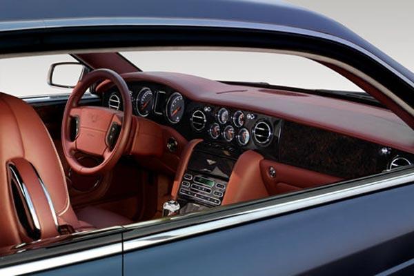 Интерьер салона Bentley Brooklands