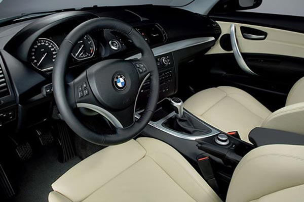 Интерьер салона BMW 1-series 3-Door