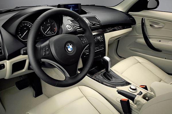 Интерьер салона BMW 1-series