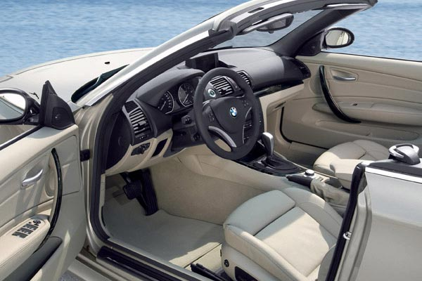 Интерьер салона BMW 1-series Convertible