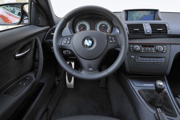 Интерьер салона BMW 1-series M Coupe