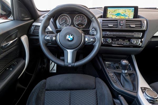 Интерьер салона BMW M135i