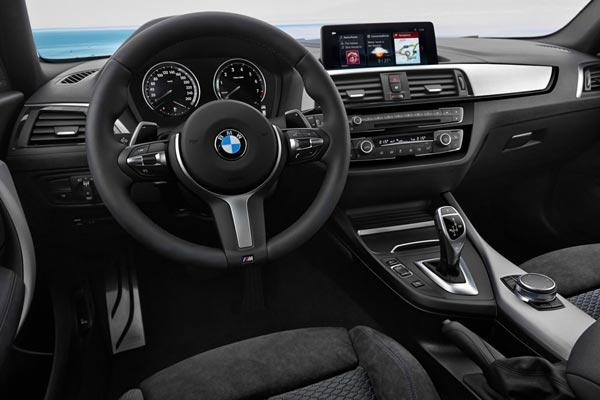 Интерьер салона BMW M140i