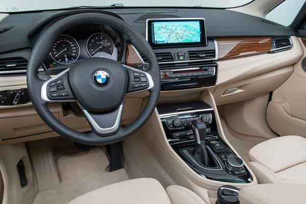 Интерьер салона BMW 2-series Active Tourer
