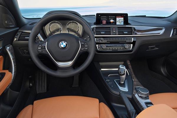Интерьер салона BMW 2-series Cabrio