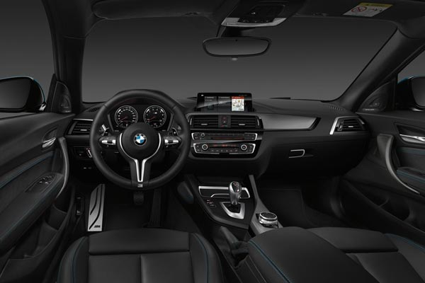 Интерьер салона BMW M2