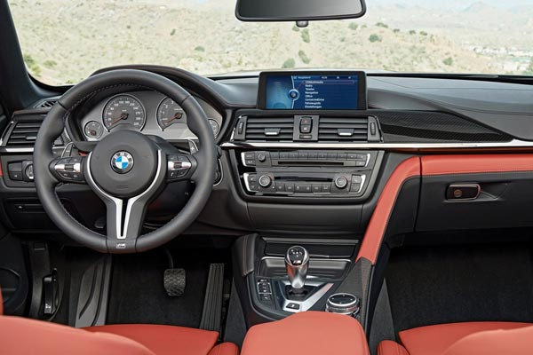 Интерьер салона BMW M4 Cabrio