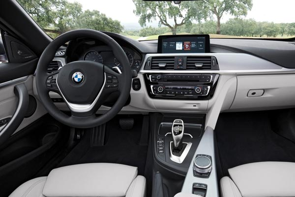 Интерьер салона BMW 4-series Cabrio
