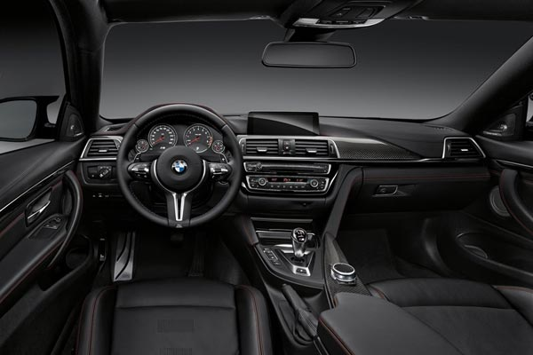 Интерьер салона BMW M4