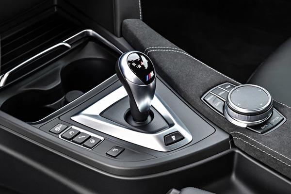 Интерьер салона BMW M4 CS