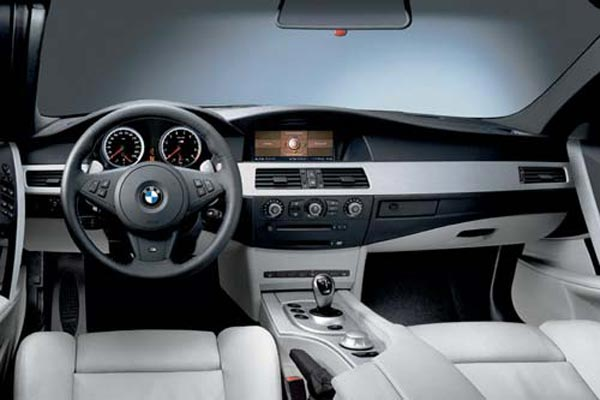 Интерьер салона BMW M5