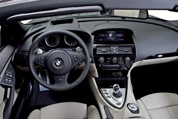 Интерьер салона BMW M6 Convertible