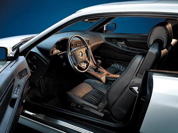Интерьер салона BMW 8-series