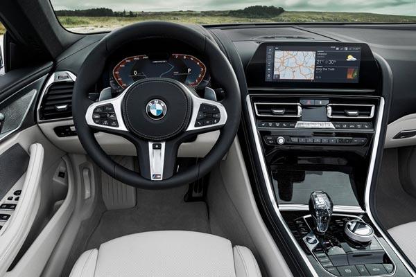 Интерьер салона BMW 8-series Cabrio
