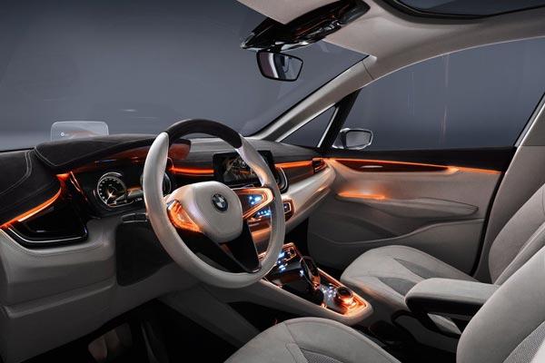 Интерьер салона BMW Active Tourer Concept