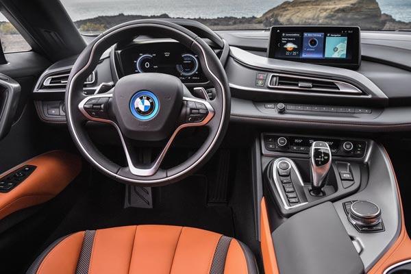 Интерьер салона BMW i8 Roadster