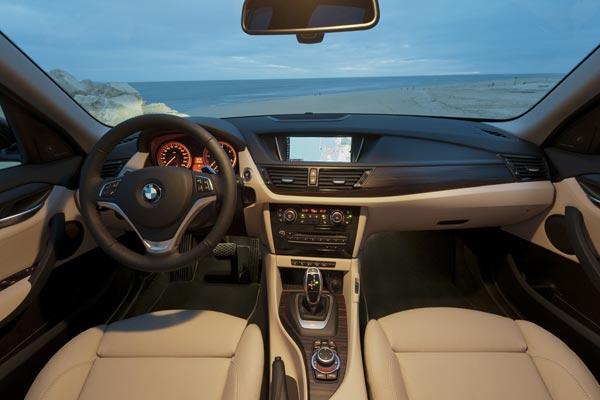 Интерьер салона BMW X1