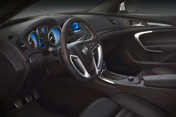 Интерьер салона Buick Regal GS