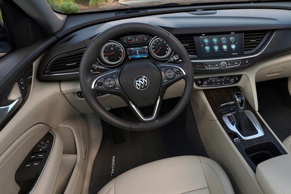 Интерьер салона Buick Regal TourX