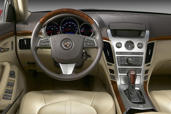 Интерьер салона Cadillac CTS Sport Wagon