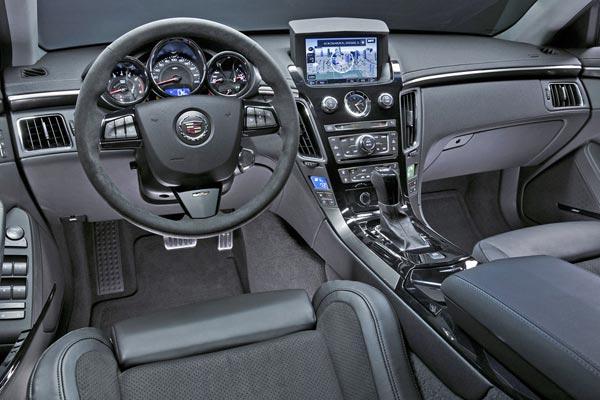 Интерьер салона Cadillac CTS-V Coupe