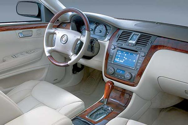 Интерьер салона Cadillac DTS