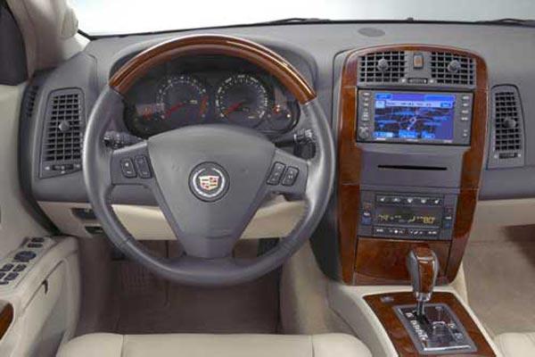 Интерьер салона Cadillac SRX