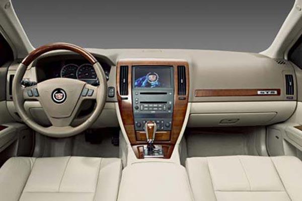 Интерьер салона Cadillac STS