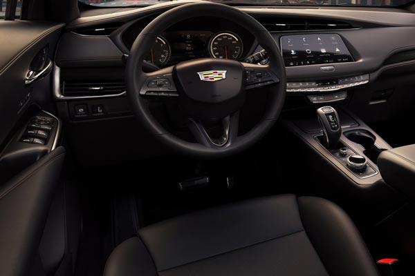 Интерьер салона Cadillac XT4