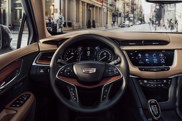 Интерьер салона Cadillac XT5