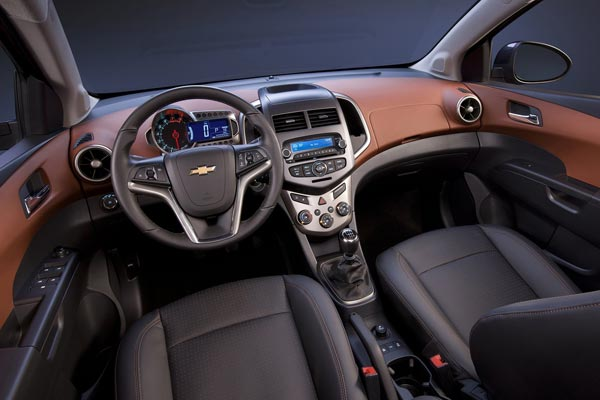 Интерьер салона Chevrolet Aveo Sedan