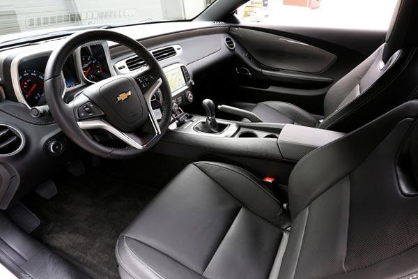 Интерьер салона Chevrolet Camaro