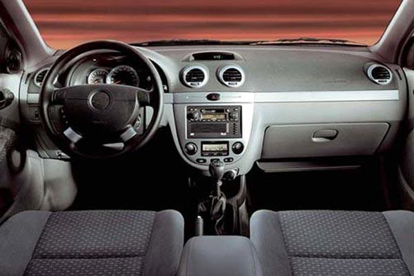 Интерьер салона Chevrolet Lacetti